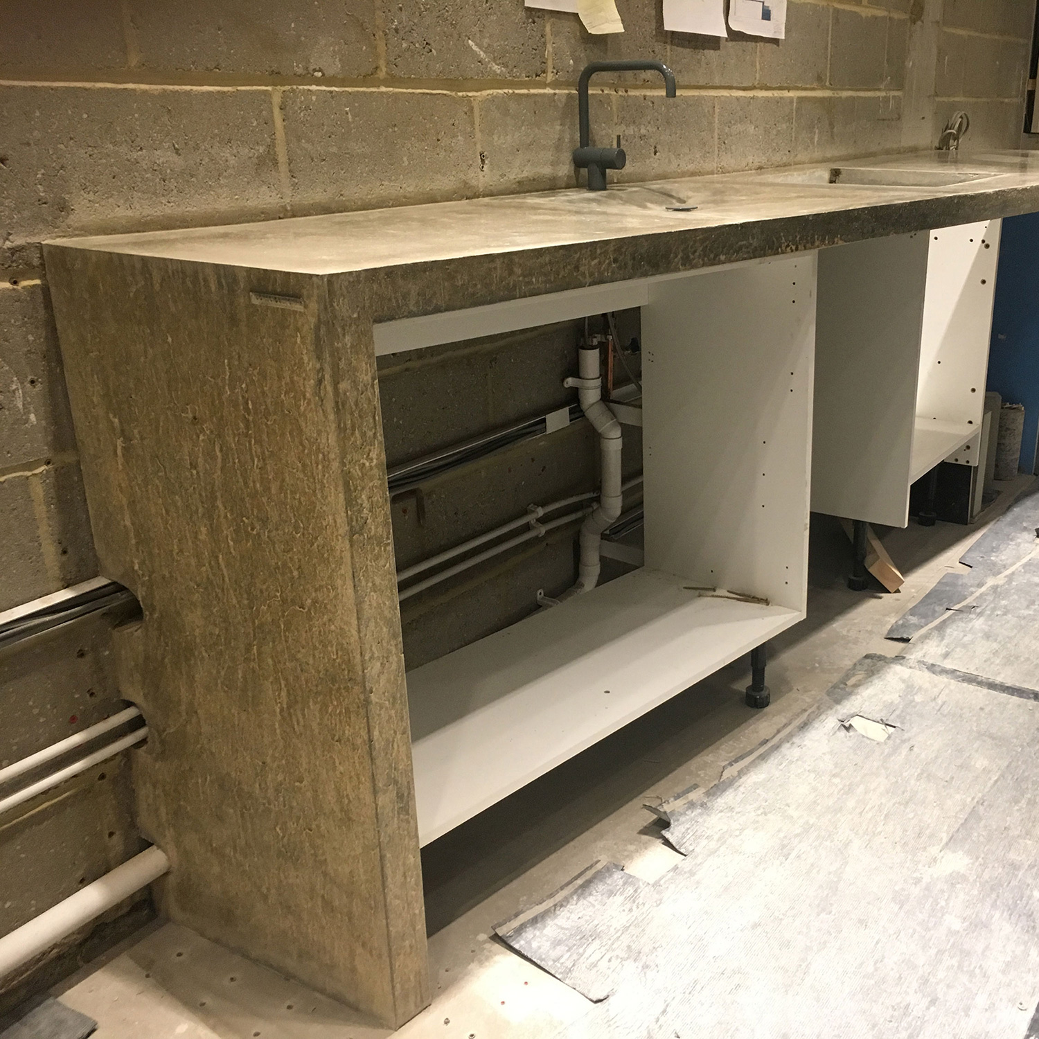 Conscious Forms - shoreditch park concrete kitchen worktop with integral stair podium 2998