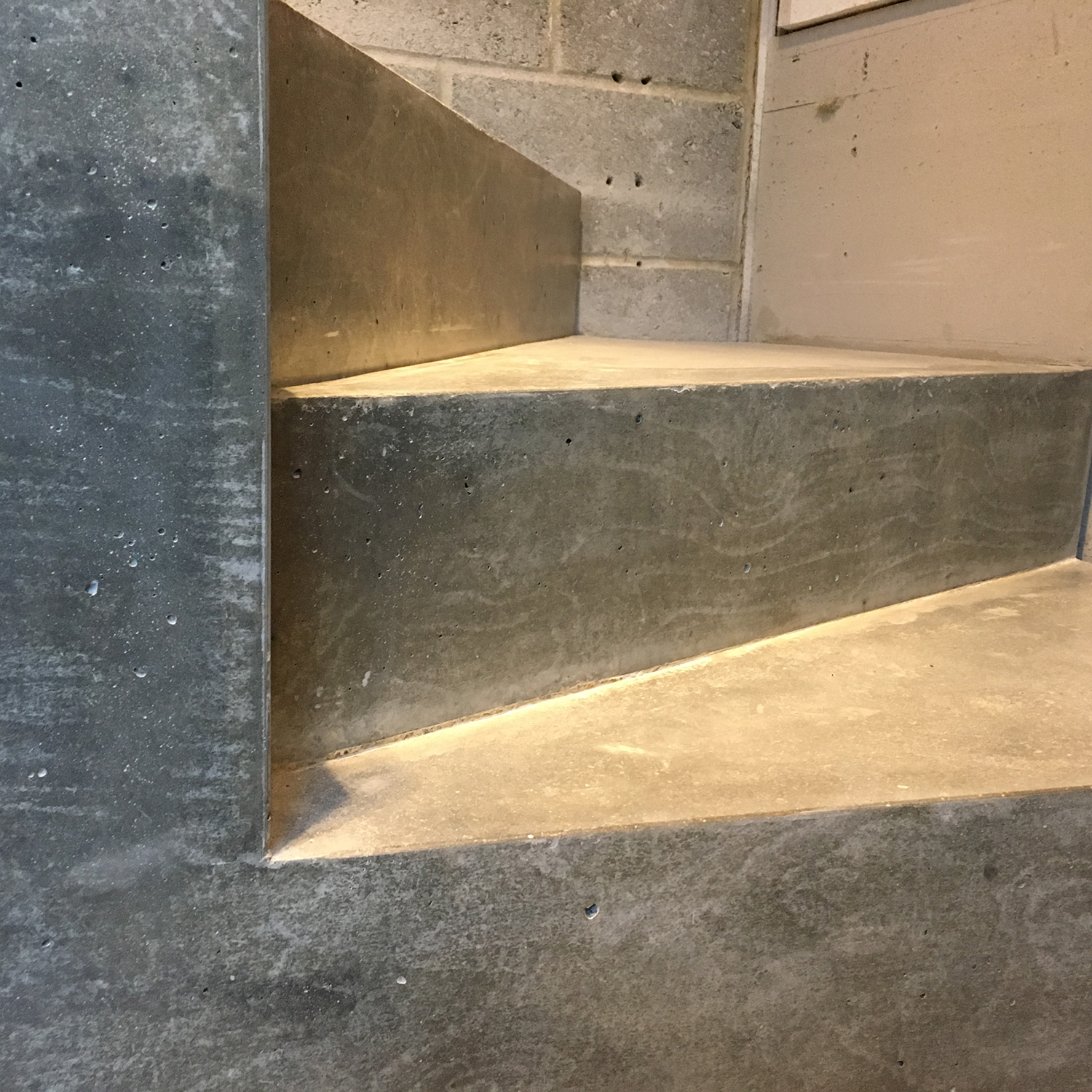 Conscious Forms - shoreditch park concrete kitchen worktop with integral stair podium 3052